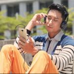 Mendengarkan musik cukup puas